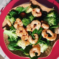 YUM - Garlic & Chili prawns with Broccoli Salad served in a wholewheat flour tortilla bowl #auntienatnat #cleaneating #eatinghealthy #salad #losingthepounds