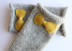 Knitted bow fingerless gloves