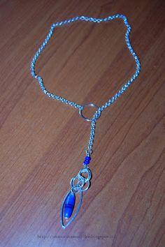 Tante piccole idee realizzate: Collana in catena argentata con perle di vetro blu e anelli metallici.