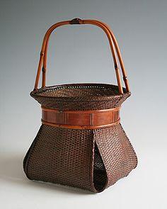 Japanese Bamboo Basket - Flower Basket by Nushi Sansai Bamboo Weaving, Weaving Art, Basket Weaving, Bamboo Art, Bamboo Crafts, Bamboo Basket, Wicker Baskets, Ikebana, Pictures On String