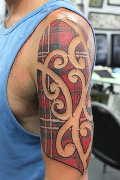 Tartan Maori Tattoo Von Jody Ward Jodystattooshop New Plymouth Neuseeland 20 Irezumi Tattoos, Tattoos Skull, Maori Tattoos, Polynesian Tattoos, Borneo Tattoos, Maori Designs, Japanese Tattoo Designs, Thai Tattoo, Chris Garver