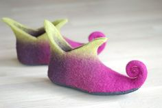 Felted shoes for fairies :) Get some magic into your life and became a fairy! Bright colors and funny curly noses will surely brighten the day. Slippers are nice, practical and amazingly comfortable- you will not feel them when walking! After few wears they will take a shape of your feet. I highly recommend to wear slippers on bare feet, cause woolen items have healing properties, can cure feet, joint pain, have a little massage effect. CAN BE MADE IN ANY SIZE AND COLOR. I can make hat with…