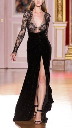 Zuhair Murad Fall 2012 Couture amazing style… reminds me of Channel Zuhair Murad, Love Fashion, Runway Fashion, Fashion Design, High Fashion, Paris Fashion, Men Fashion, Korean Fashion, Winter Fashion