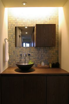 戸塚区の家 Washroom Design, Bathroom Tile Designs, Lounge Design, Dining Room Design, Small Teenage Bedroom, Washbasin Design, Living Room Tv Unit Designs, Entrance Design, Happy House