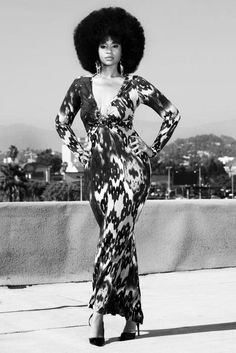 cuvry body in a maxi dress with afro Super Moda, Hair Afro, Moda Retro, Winter Typ, Pelo Afro, Natural Hair Styles For Black Women, My Black Is Beautiful, Beautiful Eyes, Black Power