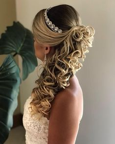 Hair black Hair black Former hair-loss sufferer is helping both men and women Curled Hairstyles, Bride Hairstyles, Bridesmaid Hair, Prom Hair, Half Up Wedding Hair, Hair Growth Cycle, Quinceanera Hairstyles, Bridal Hair Updo, Natural Hair Styles