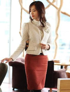 Refined Petal Design Wool Cropped Coat.