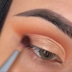 Gold makeup look idea! So beautiful ᴄʜᴇsᴛᴇʀғɪᴇʟᴅ Make-up & Haar Ideen: www.anaiscassisfr … Zoeva Brush Kit – Anais Cassis Himbeere Makeup for blue eyes Sparkly Makeup, Green Makeup, Gold Makeup, Copper Eye Makeup, Glamorous Makeup, Eye Makeup Steps, Eyebrow Makeup, Eyeshadow Makeup, Small Eyelid Makeup