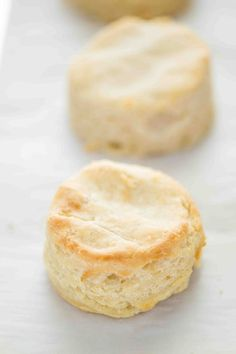 These easy and simple Gluten Free Biscuits are a adapted from my mom's biscuit recipe. These buttery, flaky, fluffy gluten free biscuits are everything you want in a biscuit! Gluten free biscuit recipe from Dairy Free Biscuits, Gluten Free Scones, Gluten Free Carrot Cake, Gluten Free Desserts, Dairy Free Recipes, Diet Desserts, Fall Desserts, Dessert Recipes, Biscuits And Gravy