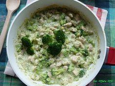 Kolorowy Przepisownik: Kurczak w sosie brokułowo-serowo-śmietanowym