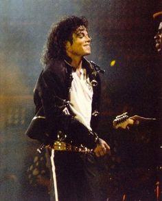 Vicky on the dance floor Michael Jackson Quotes, Photos Of Michael Jackson, Michael Jackson Wallpaper, Michael Jackson Bad Era, Bad Michael, Paris Jackson, Jackson 5, Lisa Marie Presley, Elvis Presley
