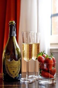 #Champagne #Strawberries #Cheers ♥