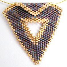 Purple avec pendentif Triangle Peyote or et tour de par SandFibers