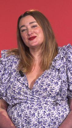 Julie a des angiomes sur 70% de son corps. Elle explique comment s'accepter et être heureuse malgré sa particularité physique.