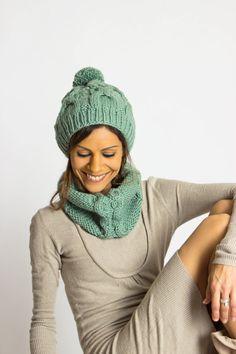 Chunky knitted Set/Knit Kit Bobble-Cap & Snood Cowl von amjasnet