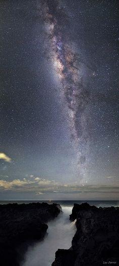La Vía Láctea en todo su esplendor sobre el Océano Indico. Tomada desde la Isla Reunión.