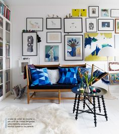 The charm of countless paintings on the wall.