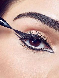 How to Do the Double Winged Eyeliner #makeup #eyeliner #eyemakeup #howto #HowToDoEyeshadow Double Winged Eyeliner, How To Apply Eyeliner, Winged Liner, Beauty Makeup Tips, Beauty Skin, Beauty Ideas, Coachella, Eye Make Up Videos, Make Up
