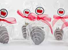 great way to package big dipped strawberries individually. No mess and still really cute. Teacher appreciation idea!