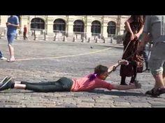 Волоком на молитву: акция на Красной площади - YouTube