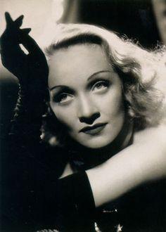 Marlene Dietrich in 1950  love them eyes !