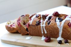 Vanille yoghurt cake van havermout en rood fruit