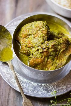 Fish Curry made with fresh coriander leaves and Bengal's favourite mustard sauce Kasundi, a match made in heaven! Bangladeshi Food, Bengali Food, Curry Recipes, Seafood Recipes, Cooking Recipes, Veg Recipes, Recipies, Bengali Fish Recipes, Indian Side Dishes