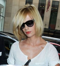 Pictures of January Jones Short Bob Hairstyle. Get hairstyles ideas and inspiration with January Jones Short Bob Hairstyle. Angled Bob Hairstyles, Hairstyles Haircuts, Pretty Hairstyles, Straight Hairstyles, Style Hairstyle, Short Bob Styles, Medium Hair Styles, Short Angled Bobs, Inverted Bob