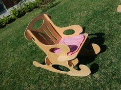 Tamamen doğal malzemeden, bu el yapımı sallanan sandalye çocuğunuzun odasına ayrı bir renk katacak. Aynı zamanda oyun oynarken de kullanabileceği bu portatif sandalye ile çocuğunuz eğlenceli vakit geçirecek.  Tüm parçaları puzzle şeklinde tasarlanmış bu sandalye kolayca monte ve demonte olabiliyor.Üzerinde hiçbir vida,menteşe vb. gibi bağlantı materyalleri içermiyor. #puzzle #ahşap #sallanansandalye #çocuk #dekorasyon #oyuncak #sandalye #wooden #chair #dekoratif #toys #organik #doğal