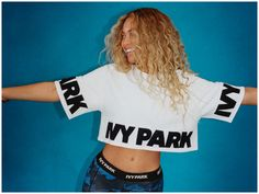 Beyonce looks cool with Ivy Park activewear outfits. Black Crop Top Outfit, Crop Top Outfits, Black Crop Tops, Beyonce Nicki Minaj, Beyonce Blonde, Beyonce And Jay Z, Dance Pictures, Dance Pics, Ivy Park