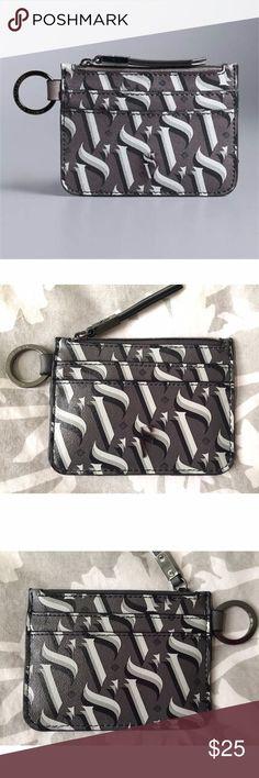 [Simply Vera Vera Wang] ✖️No trades ✖️No lowballs _____________________________ 🌸 NWOT. Sleek & compact, this Simply Vera Vera Wang card case is ideal for your smaller handbags. 🌸 Printed patterns 🌸 Key fob accent 🌸 4 card slots 🌸 Zip closure 🌸 Faux leather Simply Vera Vera Wang Bags Wallets