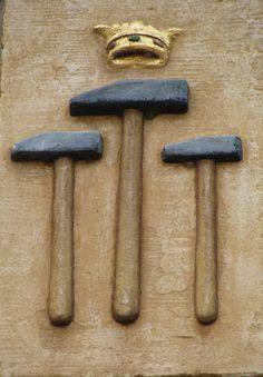 Hoorn West-Friesland  Drie gekroonde hamers, Grote Oost 114