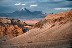 Private Local Guides & Guided Tours in San Pedro de Atacama Beautiful Landscape Pictures, Beautiful Landscapes, Places Around The World, Around The Worlds, Valley Of The Moon, Strange Places, Tours, South America Travel, Travel Usa