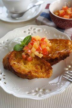 レンジで簡単に作れるりんごの甘煮とギリシャヨーグルトを添えて!