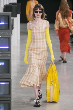 See the complete Aalto Spring 2018 Ready-to-Wear collection.