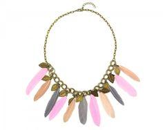 collier avec plumes colorées