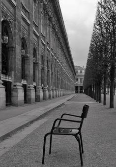 Une chaise pour moi….Jardin du Palais Royale, Paris, France
