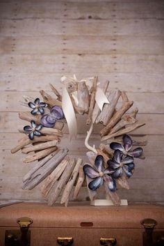 Υπέροχες κατασκευές μπορούμε να φτιάξουμε με θαλλασσόξυλα. Από έπιπλα,καθρέπτες ως και διακοσμητικά καραβάκια και κορνίζες. Τα θαλασσόξυλα ...