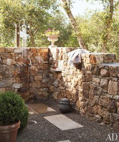 stone walled outdoor shower -- Don Rela Gleason's Napa Valley Home : Architectural Digest Outdoor Bathrooms, Outdoor Rooms, Outdoor Gardens, Outdoor Living, Outdoor Kitchens, Napa Valley, Interior Exterior, Exterior Design, Outside Showers