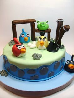 Angry Birds Cake - use kitkats for building structures Pretty Cakes, Beautiful Cakes, Amazing Cakes, Cupcakes, Cupcake Cakes, Cumpleaños Angry Birds, Angry Birds Birthday Cake, Chocolates, Cupcake Shops