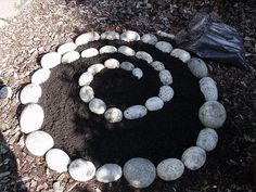 The circle continues... by Green Wellies, the end result, with plants in it is soooo cute! Maybe for a fairy garden?