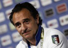 Cesare Prandelli e il futuro da responsabile unico: il mister resta in Azzurro  http://tuttacronaca.wordpress.com/2014/02/27/cesare-prandelli-e-il-futuro-da-responsabile-unico-il-mister-resta-in-azzurro/