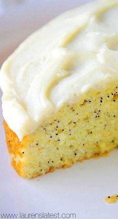 Lemon Poppyseed Cake with Cream Cheese Frosting. Never had lemon poppyseed but it actually sounds pretty good. Lemon Desserts, Lemon Recipes, Just Desserts, Sweet Recipes, Cake Recipes, Dessert Recipes, Food Cakes, Cupcake Cakes, Cupcakes
