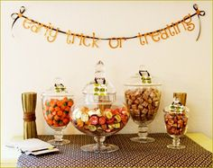 Throw a fall party with your girlfriends as an excuse to get together! Get inspired by these fall crafts and party ideas. Halloween Food For Party, Fall Halloween, Halloween Decorations, Halloween Dinner, Fall Decorations, Candy Party, Party Treats, Fall Party Favors, Fall Candy