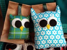These stuffed owls can be used as pincushions or Christmas tree ornaments. Don't miss this free sewing pattern.