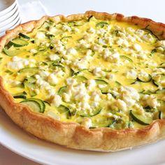 Torta salata con zucchine cipollotti e feta
