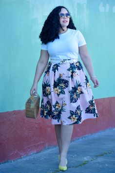 How to Wear Tropical Print When You Aren't on Vacation via @GirlwithCurves