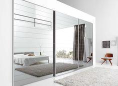 Portes de placard en miroir, chambre à coucher moderne - Mirrored closet doors, modern bedroom