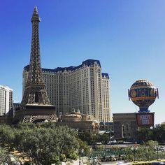 Beautiful sunshiny day in Vegas today. Lämmintä lähes 30 astetta ja aurinko paistoi  #lasvegas #nevada #lasvegasstrip #sunshine #sun #aurinko #matkalla #trip #holiday