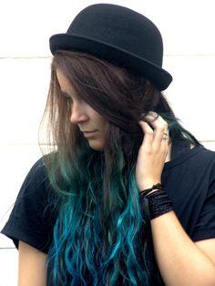 Inspires me to keep my blue/brown hair #blue #hair #dipdye